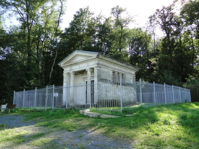 Am_Viertelacker_Dresden_Mausoleum_Familie_Kap-Herr_3