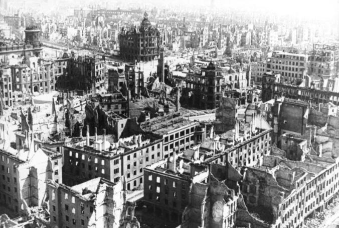_Zerstörtes_Dresden